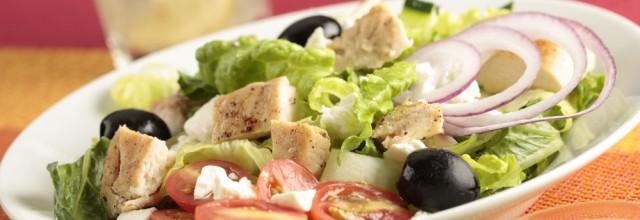 Salată Grecească cu Pui